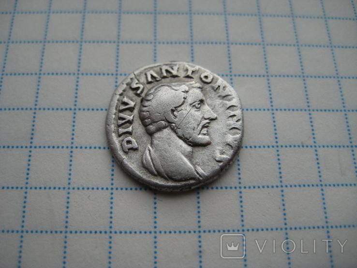 Денарий, Антоний Пий (реверс - погребальный костер), фото №5