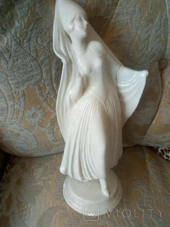 Статуэтка Монахиня клеймо SITZENDORF (ГЕРМАНИЯ) фарфор предположительно 18 века, фото №3