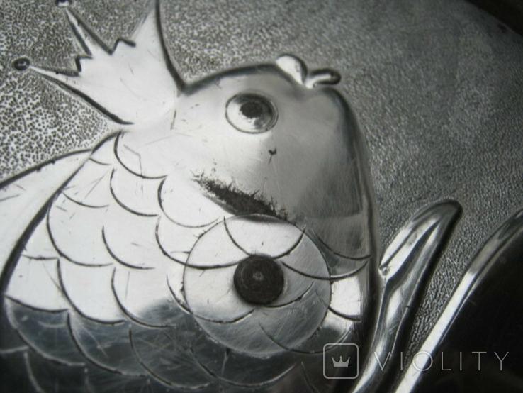 Большая банка с золотой рыбкой на крышке, фото №10