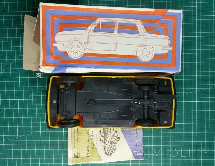 ЗАЗ-968, игрушка с электромеханическим приводом (желтый), пр-во СССР, 1995 г., фото №4