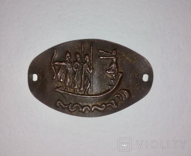 Металлическая бляшка из изображением Кия Щека и Хорива, фото №2