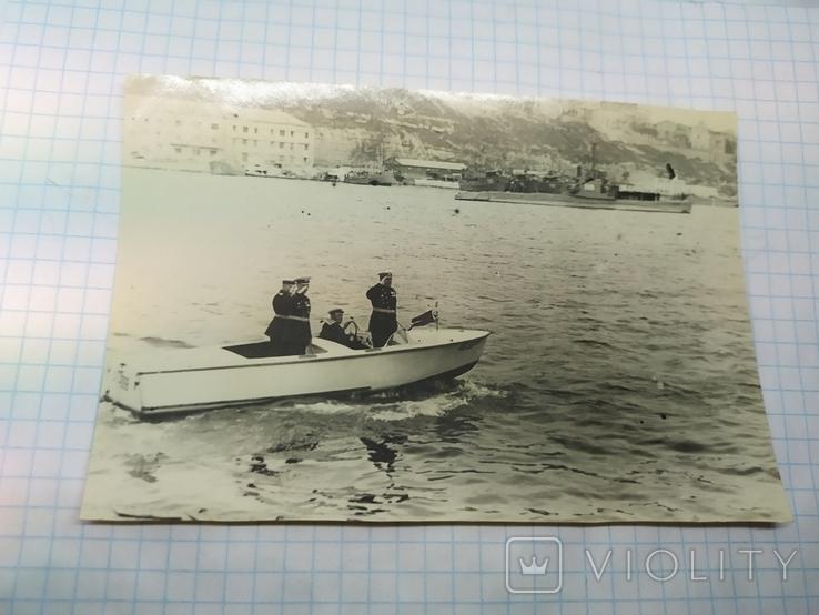 1950 Севастополь. Комбриг обходит строй подводных лодок в Южной бухте, фото №2