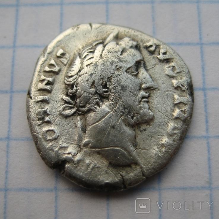 Денарий, Антоний Пий (реверс - молнии над троном), фото №2