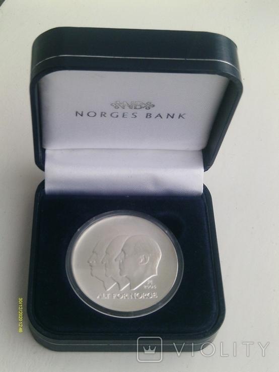 100 крон 2004 г. 100 лет Независимости Норвегия. Серебро. Футляр., фото №2