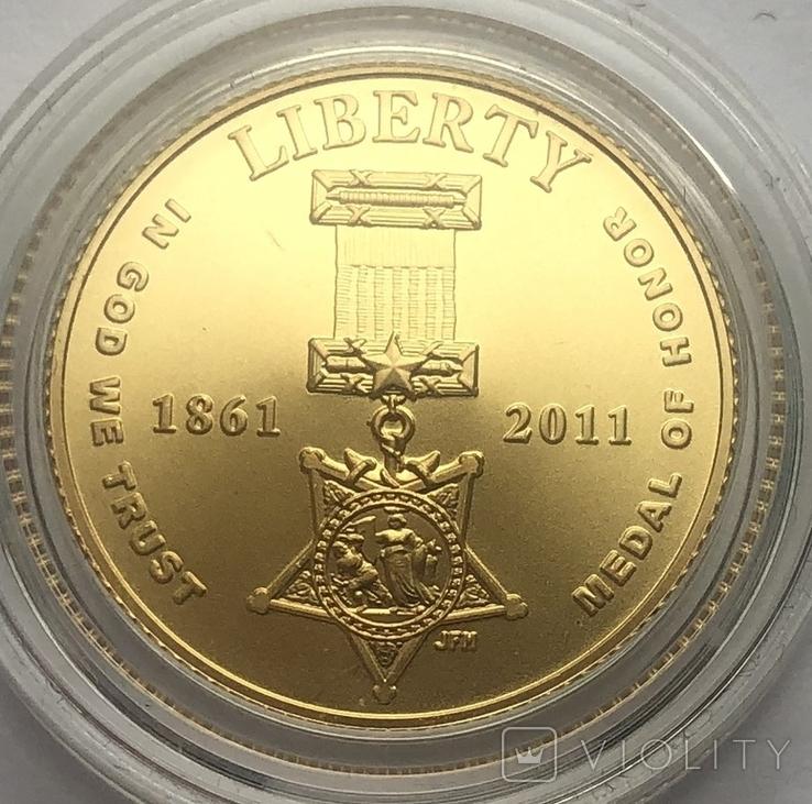 5 долларов 2011 года. США. Медаль за отвагу., фото №3