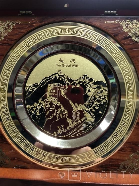 Металическая тарелка Великая китайская стена с деревянной подставке, фото №3