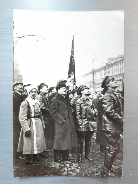 Ленин осматривает памятник Марксу и Энгельсу, фото №2