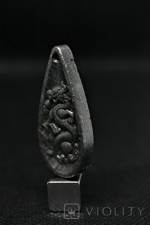 Двосторонній кулон із метеорита Aletai, кулон Дракон, із сертифікатом автентичності, фото №7