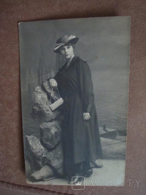 Фото CARTE POSTALE Дама в шляпе с сумочкой, фото №4