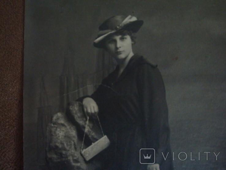 Фото CARTE POSTALE Дама в шляпе с сумочкой, фото №5