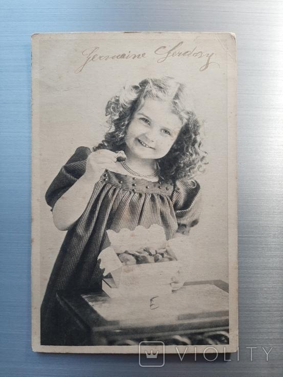 Девочка с коробкой конфет, фото №2