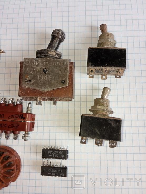 Лот радіодеталей ( Тумблери ТВ1-1 1966р., ТП1-2 78 - 79р., та інше), фото №4
