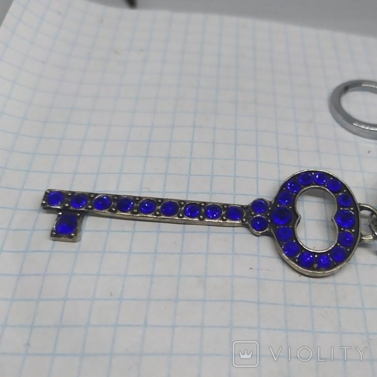 Брелок Ключик с бусиной-глазиком. Новый, фото №4