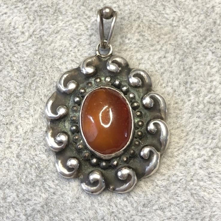 Старынный серебряный кулон с янтарем, надпись Norma Magrethe ( серебро 830 пр, вес 6,4 гр), фото №2