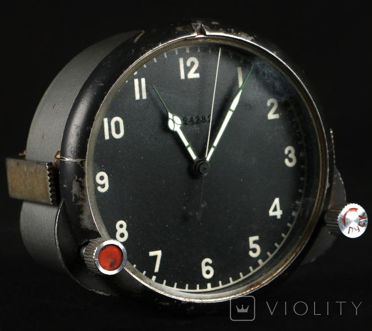 31.64. Часы авиационные