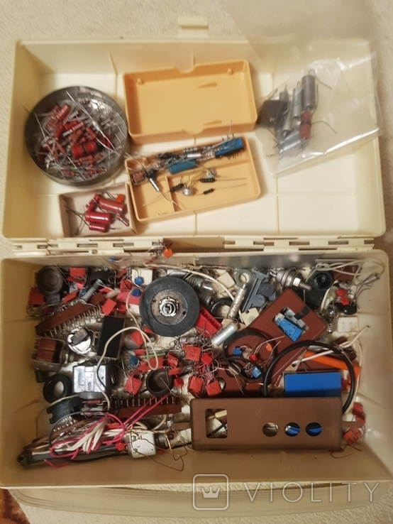 Радиодетали в коробке из под аптечки, фото №2