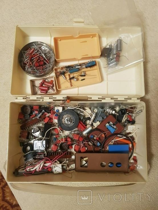 Радиодетали в коробке из под аптечки, фото №3