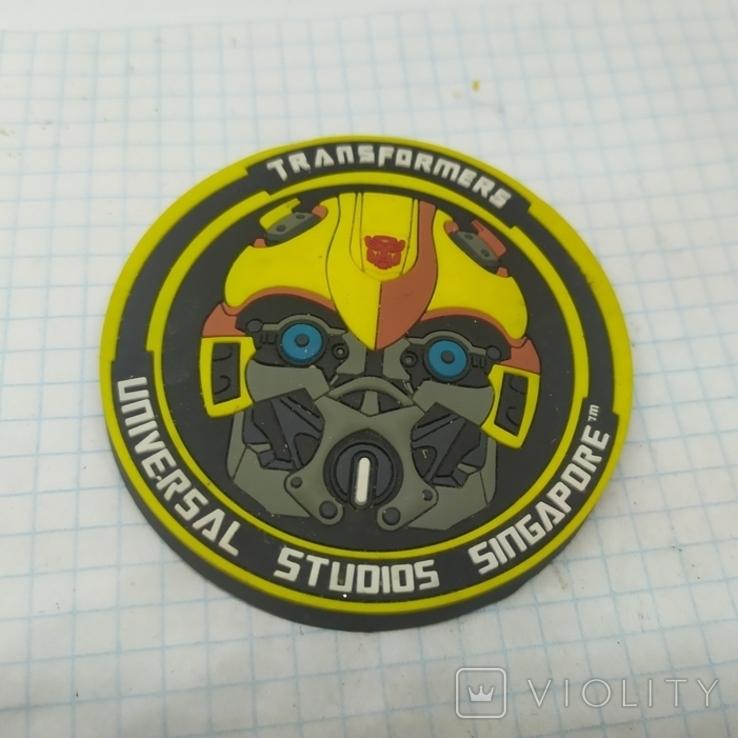 Магнит Роботы Трансформеры. Universal Studios Singapore. Диаметр 68мм, фото №2