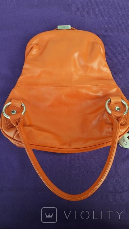 Сумочка помаранчевого кольору не стандартна, фото №5