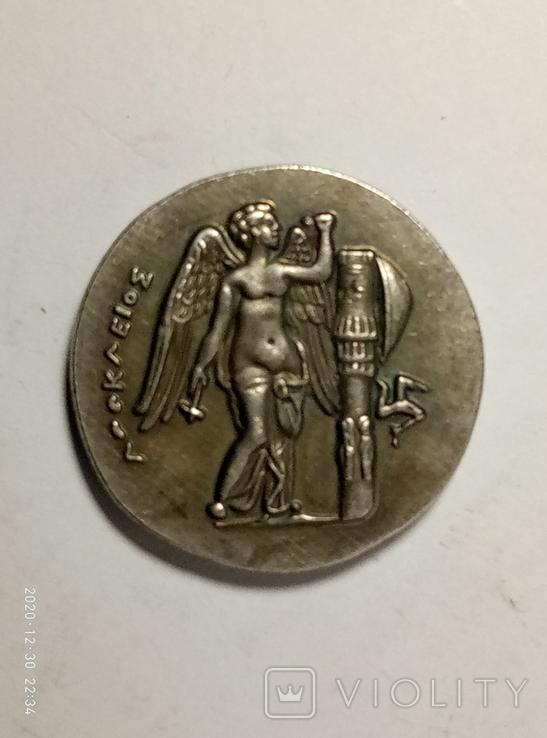 Древняя Греция копия монеты посеребренная г83, фото №2