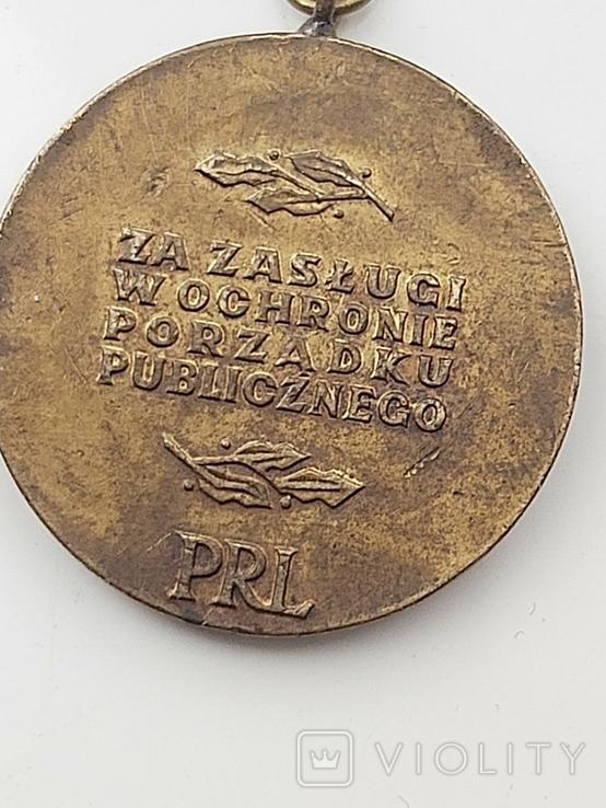Медаль. Польша. ЗА ЗАСЛУГИ В OCHRONIE PORZDKU PUBLICZNEGO / PRL, фото №3