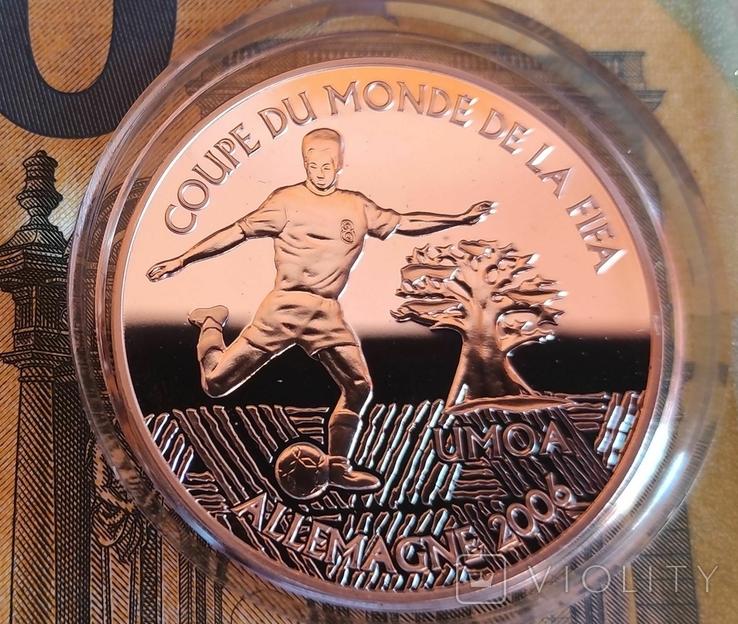 Сьерра-Леоне 10 долларов 2004 г. Футбол Серебро. Пруф, фото №2