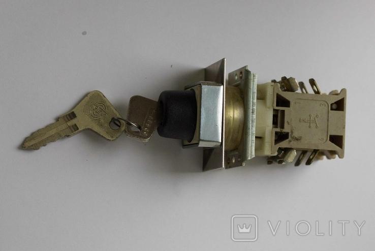 Выключатель электрический с ключами, фото №2