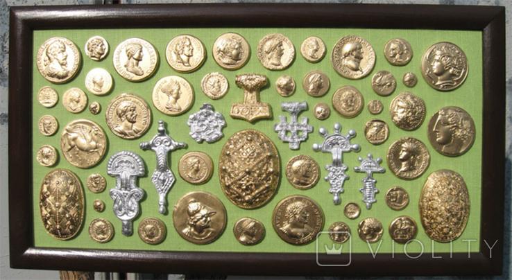 Фибулы и античные монеты. Копии, в раме без стекла, 41х22 см, фото №2