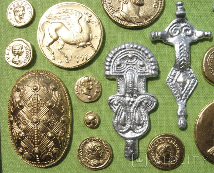 Фибулы и античные монеты. Копии, в раме без стекла, 41х22 см, фото №7