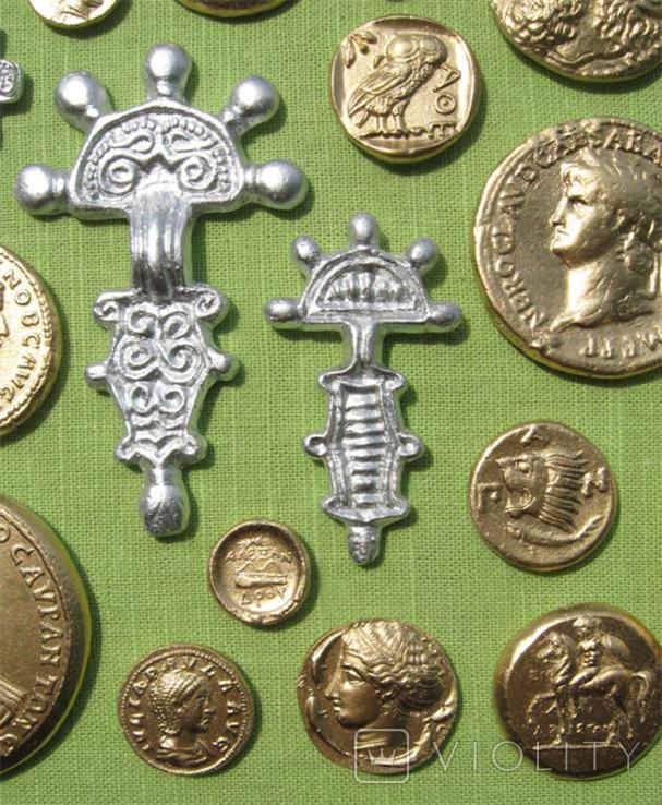 Фибулы и античные монеты. Копии, в раме без стекла, 41х22 см, фото №8