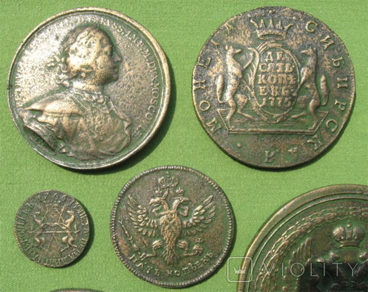 Медные монеты Российской империи в зелёной патине. Копии, в раме без стекла, 31х21 см, фото №5