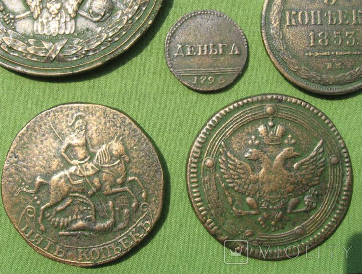 Медные монеты Российской империи в зелёной патине. Копии, в раме без стекла, 31х21 см, фото №8