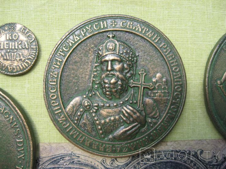 Медные монеты и настольные медали Копии, со стеклом, 37х27см., фото №6