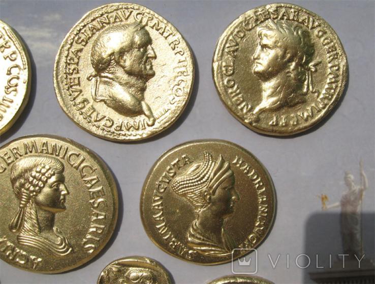 Золотые монеты античности, древний Византий. Копии, со стеклом, 24х19 см., фото №6