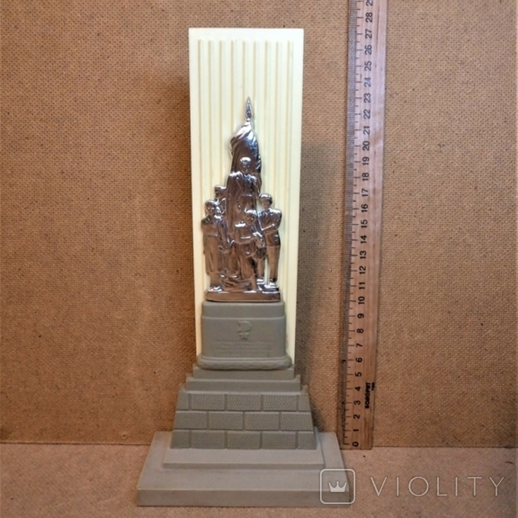 Молодая гвардия - памятник молодогвардейцам, фото №3