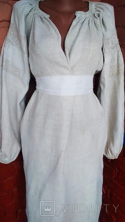 Старинная вышиванка с выкалыванием узора на полотне, фото №4