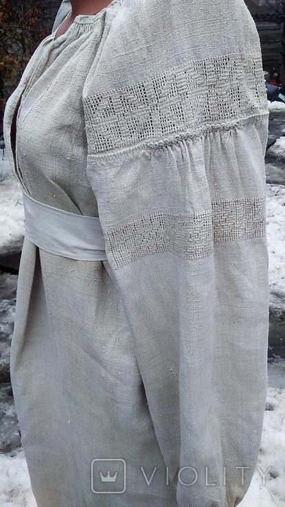 Старинная вышиванка с выкалыванием узора на полотне, фото №5