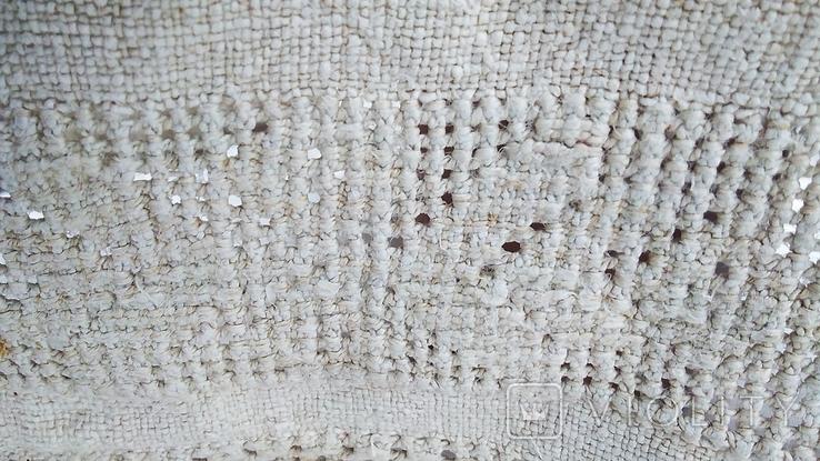 Старинная вышиванка с выкалыванием узора на полотне, фото №9