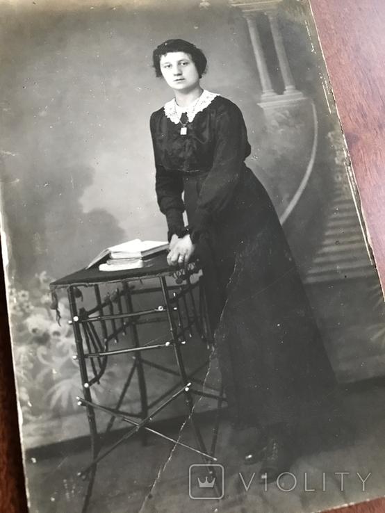Старое фото Девушка в платье с цепочкой Столико Книги, фото №6