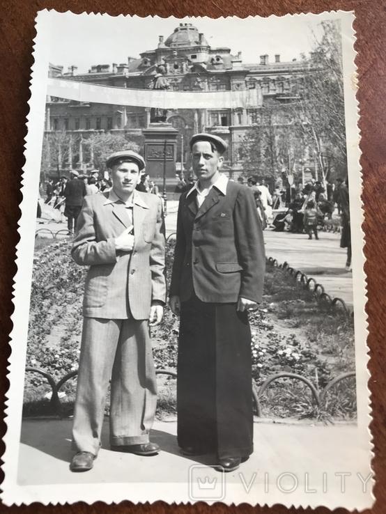 1955 Парни в костюмах Клёш Памятник Воронцову, фото №2