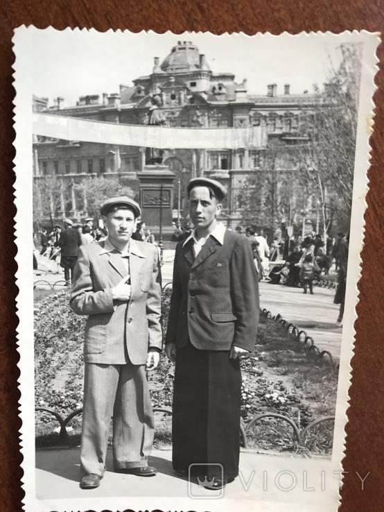 1955 Парни в костюмах Клёш Памятник Воронцову, фото №5