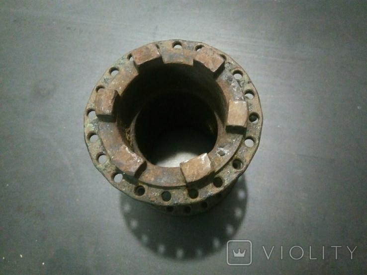 Ступица колеса от старинного мотоцикла с латунной масленкой, фото №3