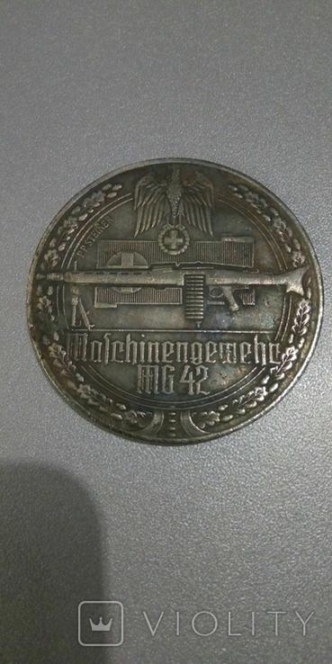 Медаль из серии оружие второй мировой войны 1939-1945гг пулемет МГ-42 копия, фото №2