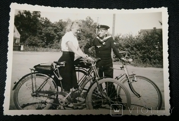 Фото Матроса Кригсмарине с девушкой. Два велосипеда., фото №2