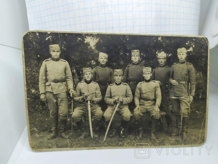 Фото военный Сербской армии с саблями и тесаками, фото №2