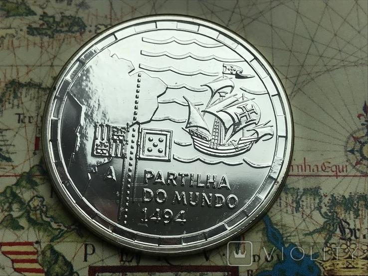 200 эскудо 1994 Португалия серебро 500 лет с разделения между Португалией и Испанией, фото №2