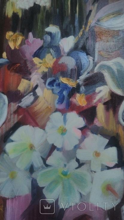 Цветы на фоне окна абстракция, фото №3