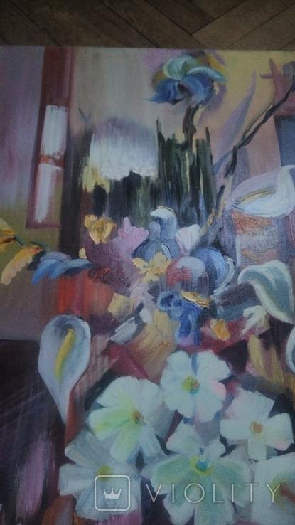 Цветы на фоне окна абстракция, фото №6