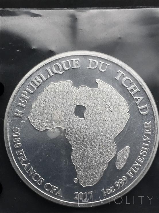 5000 франков 2017 Чад Африканский лев серебро 0.999 унция, фото №3