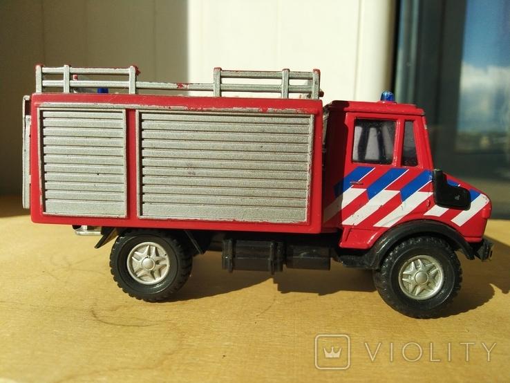 Unimog 437.1 пожарная 1:50 Hongwell Cararama, фото №5